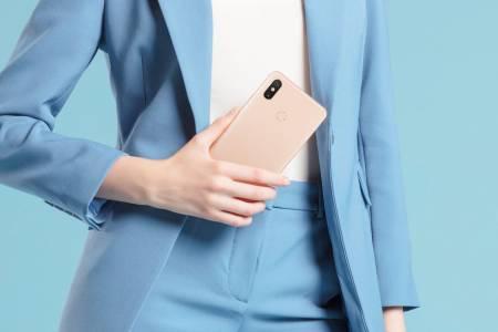 Дисплеят и батерията на Xiaomi Mi Max 3 са еднакво гигантски