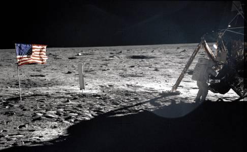 Отбелязваме 49 години от първото кацане на Луната