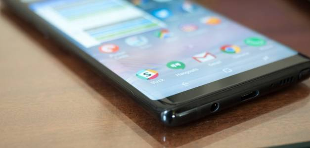 Този нечуплив дисплей на Samsung издържа на брутални тестове