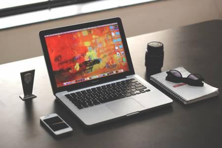 Apple иска да зареждате вашия MacBook от iPhone и обратното