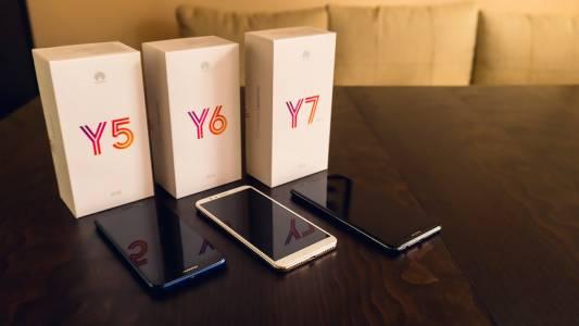 Видео: разопаковаме три смартфона от бюджетната серия Huawei Y