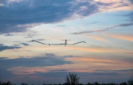 Захранван със слънчева енергия самолет направи рекорден престой от 25 дни