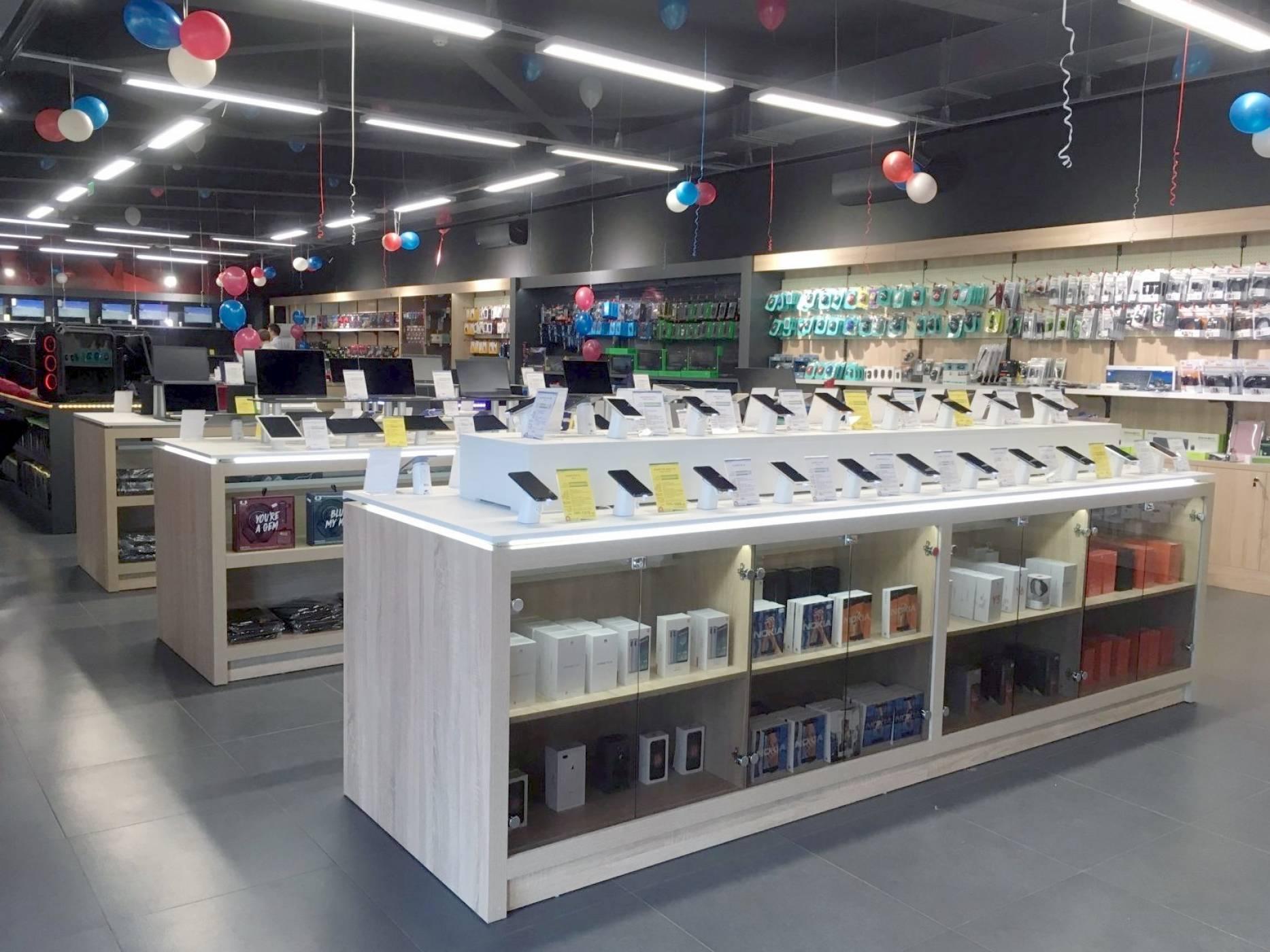 ARDES отвори нов компютърен магазин в София до метростанция