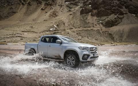 Mercedes Х-класа и планински колоездачи срещу тежките изпитания на природата