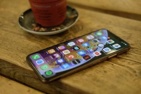 От иновативен до скучен: американците за новите iPhone модели