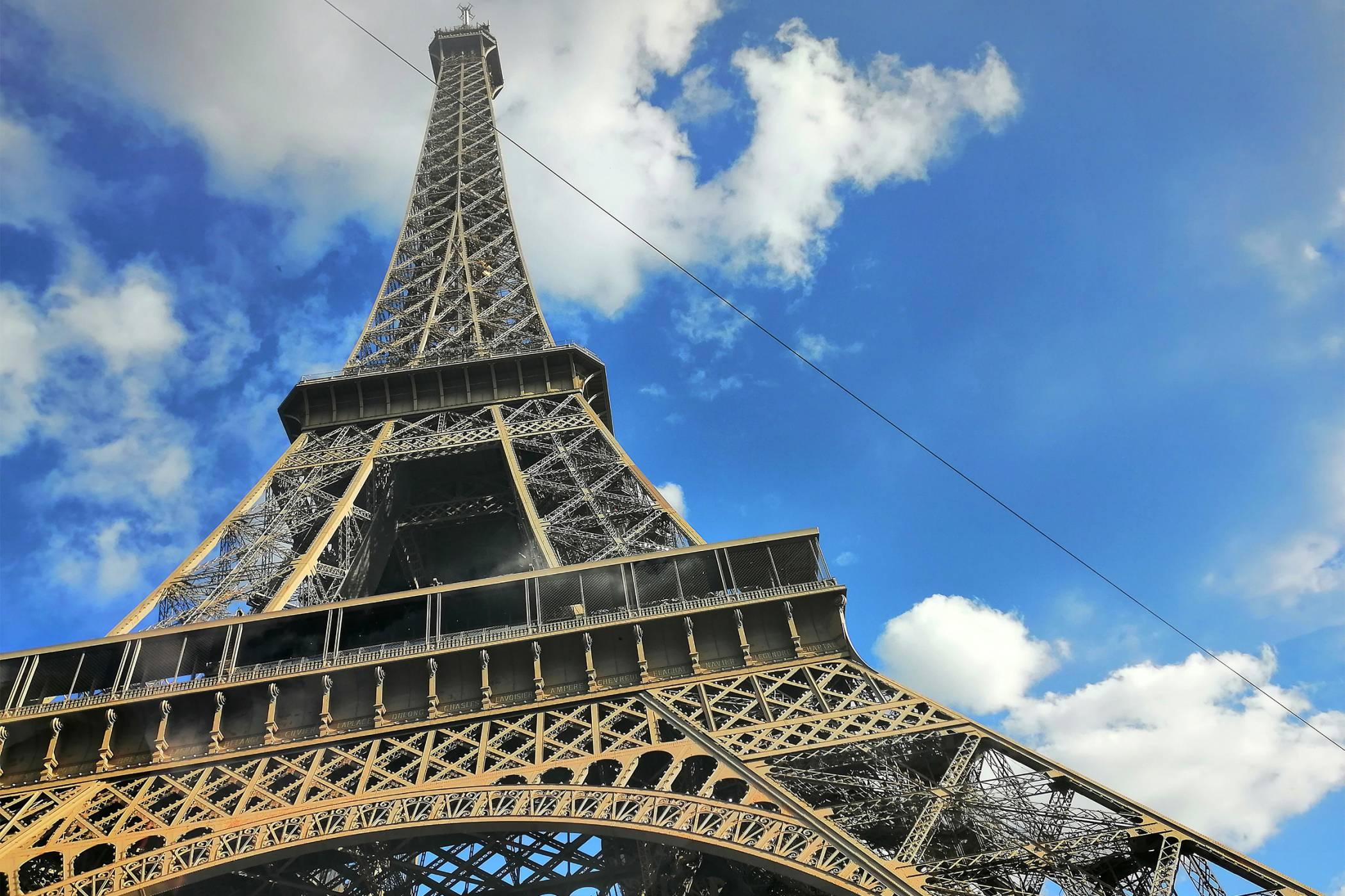 Париж, автомобили и първи впечатления от Huawei Mate 20 lite