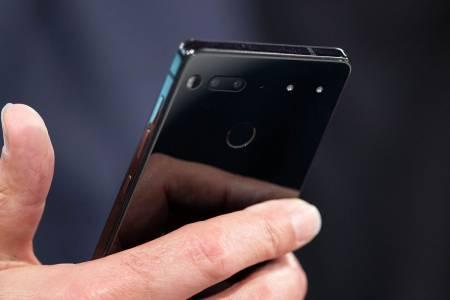 Новият телефон на Essential може да праща съобщения и писма вместо вас