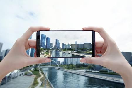 Samsung Galaxy A9 с четири камери на задния панел се задава в България през ноември