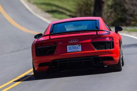 Супер бързата Audi R8 се оказа и супер запалима