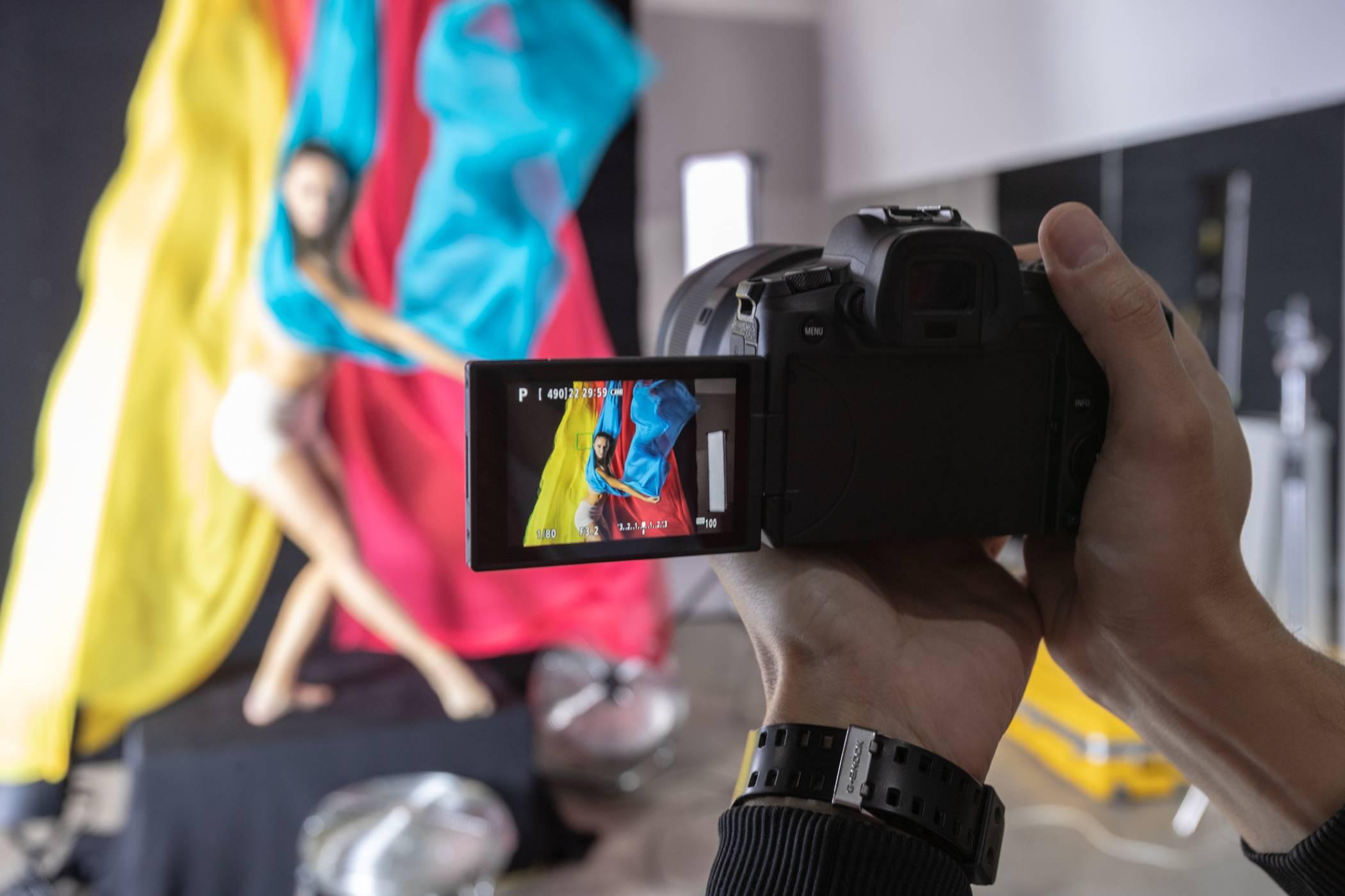 Canon представи възможностите на новата безогледална пълноформатна система EOS R