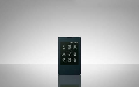 Японци разработиха умен телефон с размерите на визитка