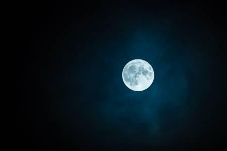 Китайски град заменя уличното осветление с изкуствена луна