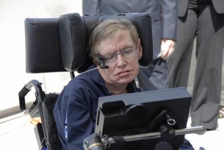Инвалидната количка и други уникални вещи на Стивън Хокинг търсят достойния си собственик