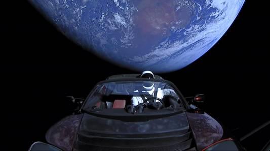 Космическата Tesla на SpaceX прелетя край Марс