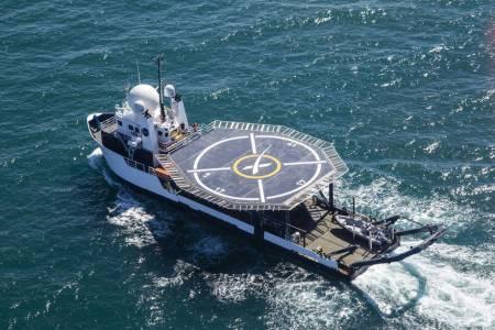 Това е корабът на SpaceX, който ще прибира космонавти от океана