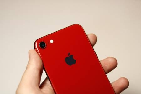 Apple продължава да забавя iPhone модели със стари батерии, ето как да го промените