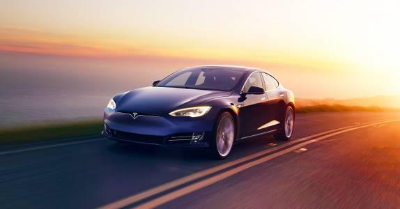 Робин Денъм заменя Илон Мъск като председател на Tesla