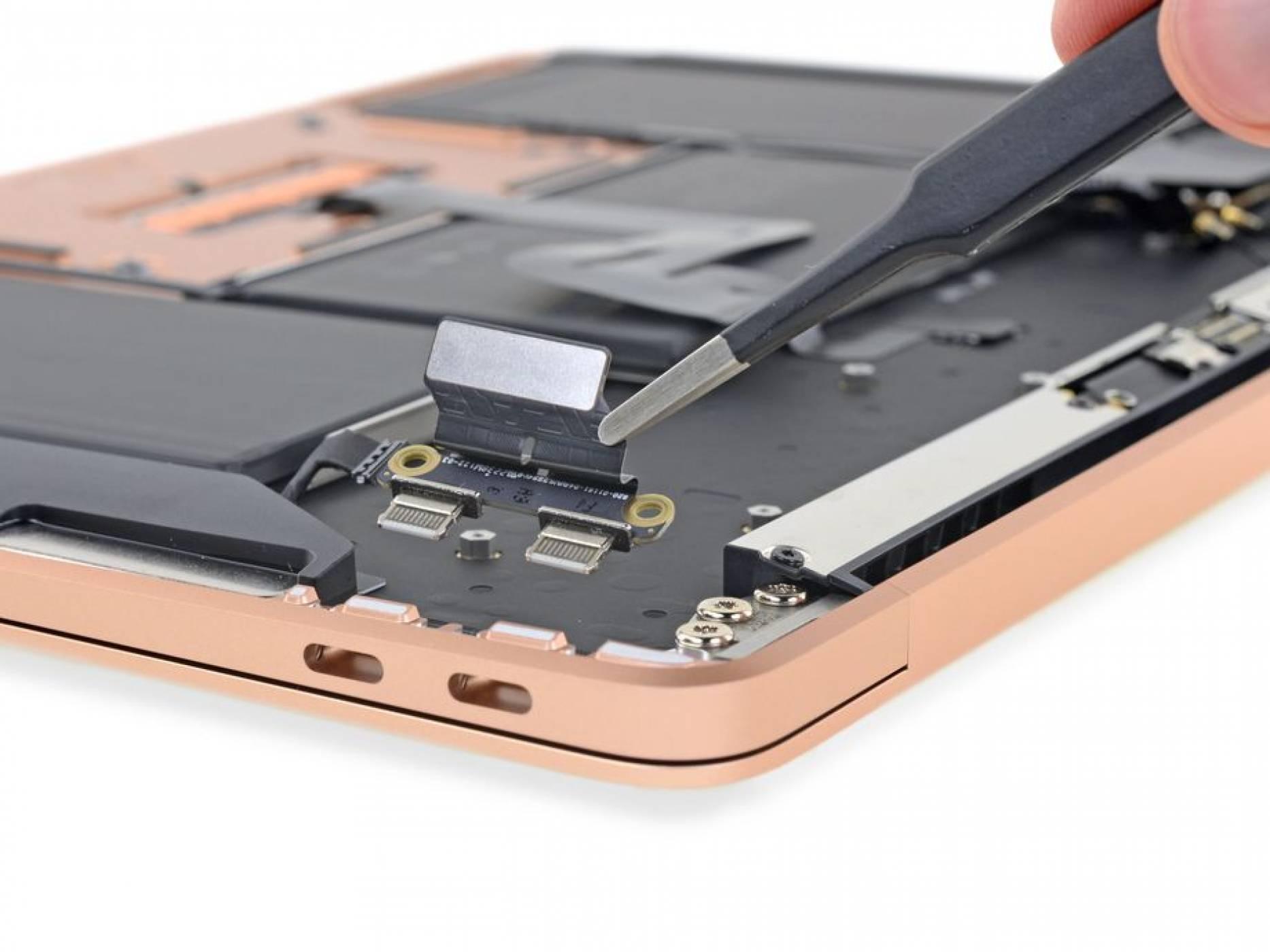 iFixit разглоби MacBook Air и новините са и добри, и лоши