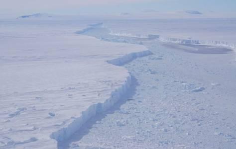 Заснеха за пръв път айсберг с размерите на Бостън