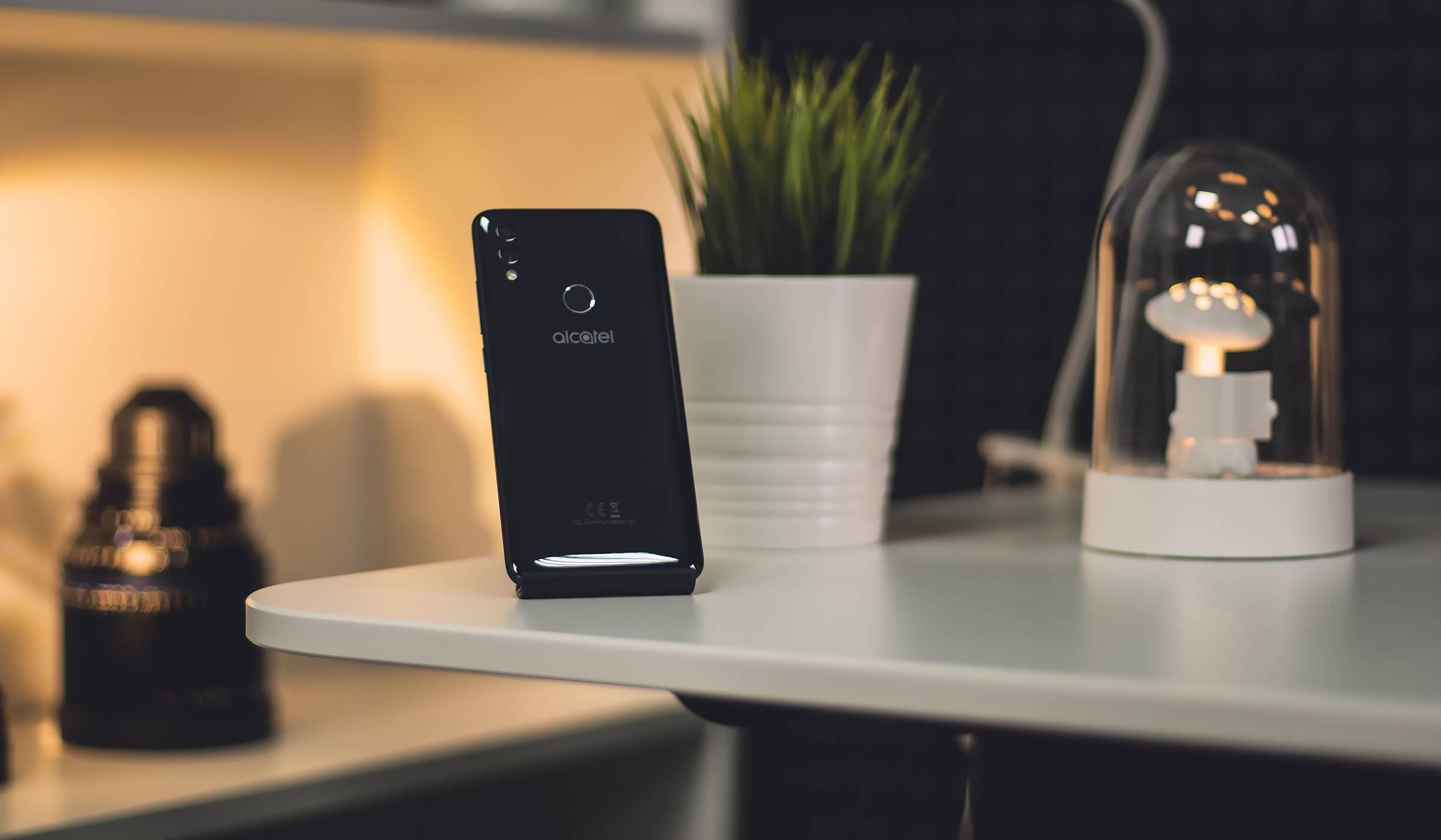 Питате се какво може да ви предложи смартфон за под 400 лева? Време е за отговори (видео ревю)