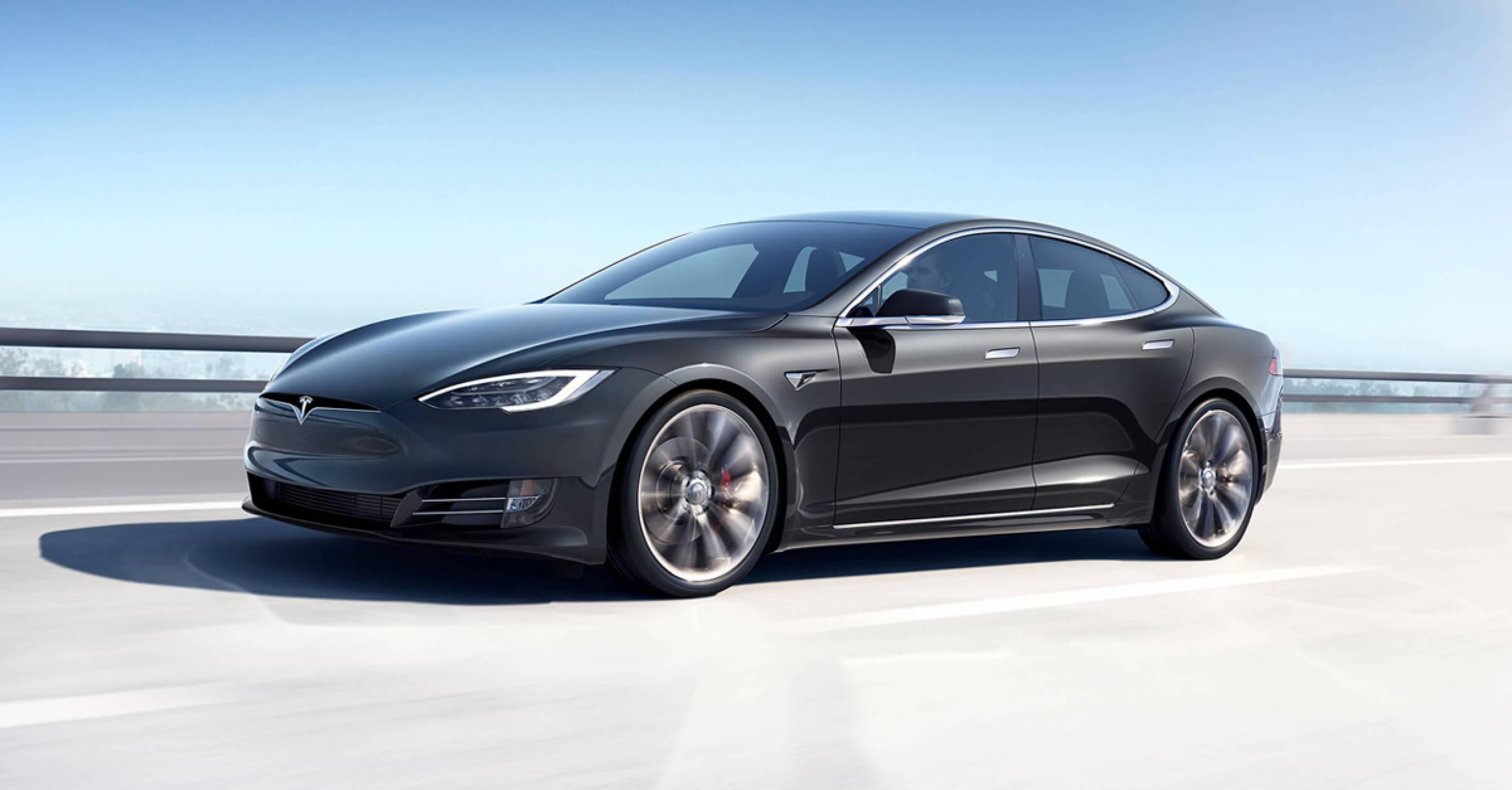 Полицията преследва Tesla Model S, каран само от своя автопилот
