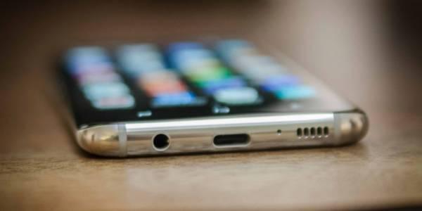 Galaxy S10 може да е последният флагман на Samsung с жак за слушалки