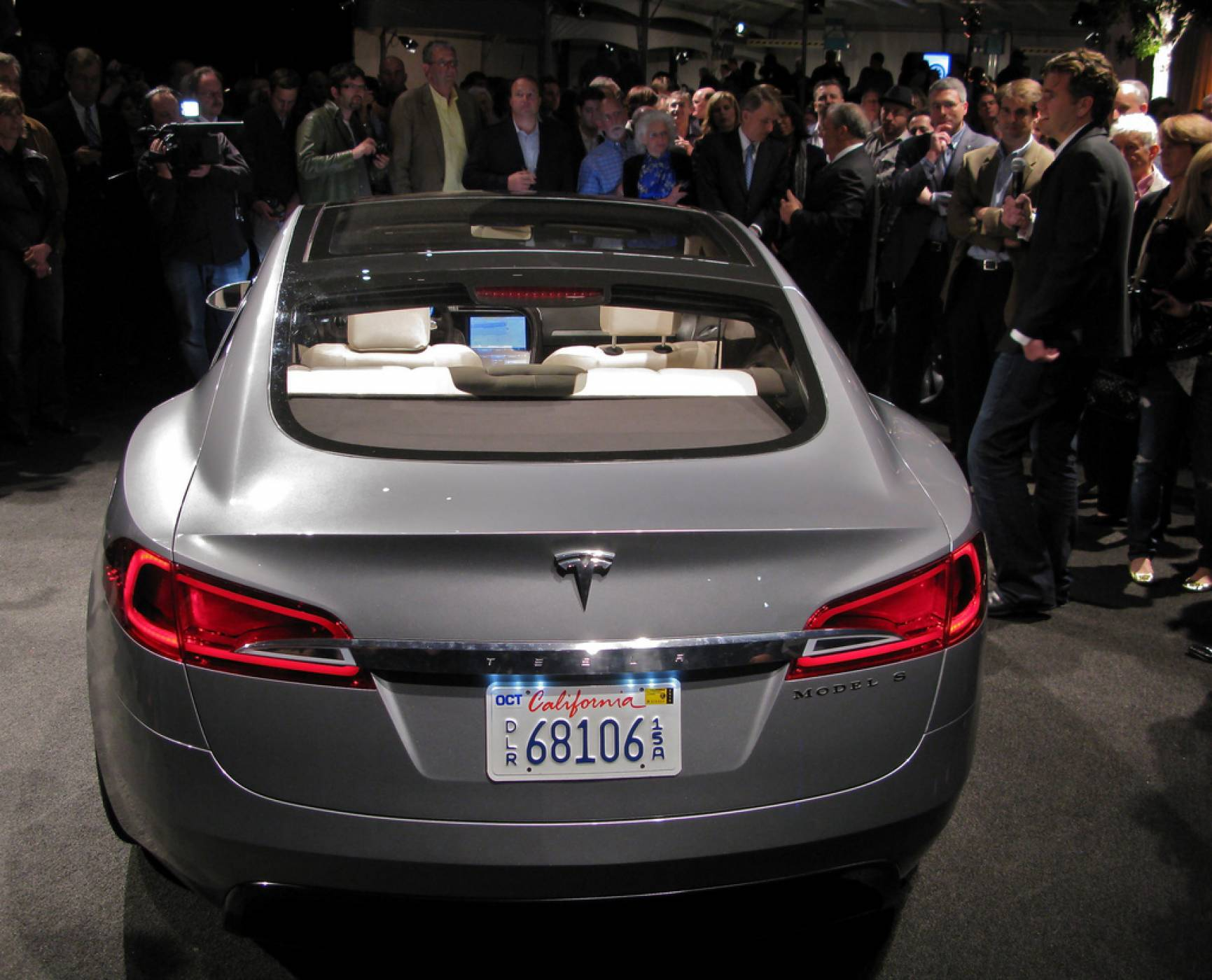 Бивш служител на Tesla с тревожни обвинения към компанията