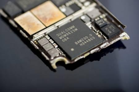 Apple започва да прави собствени модеми за iPhone