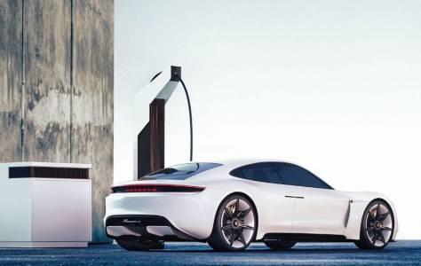 Porsche и BMW зареждат е-кола напълно за 15 минути