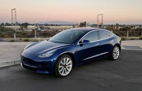 Коледен кошмар: акциите на Tesla паднаха с 7,6% след спад в цените на електромобилите в Китай
