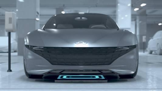 Е-колата на Hyundai отива сама до зарядната станция, докато пиете кафе (видео)