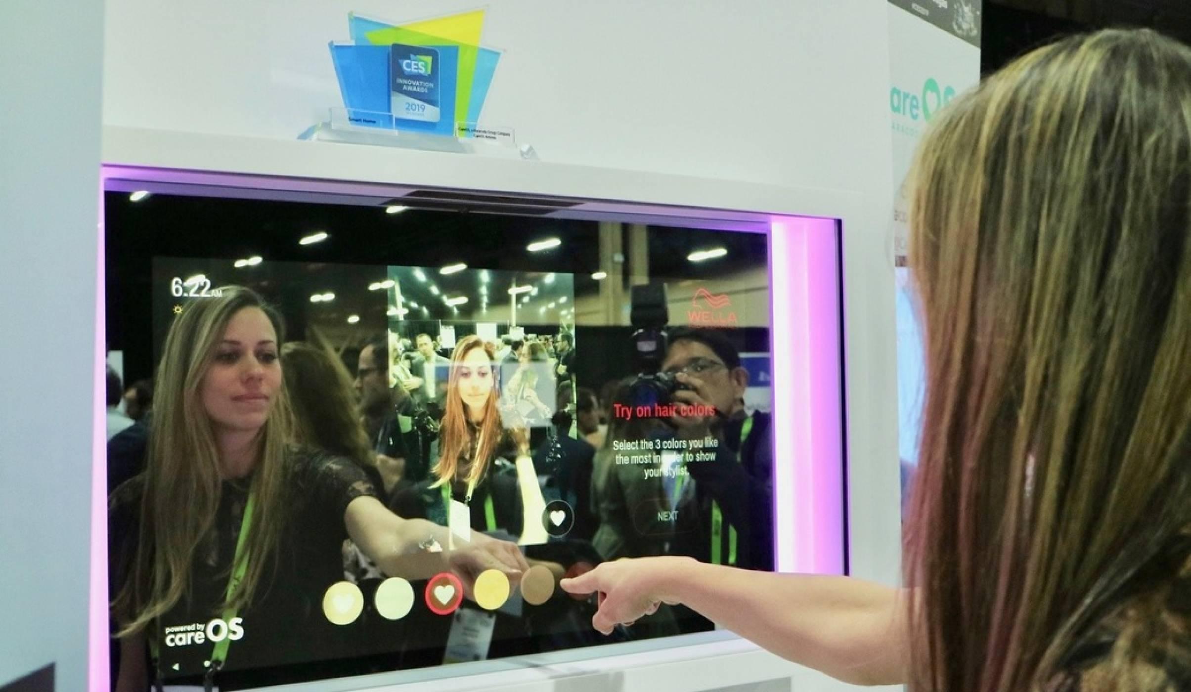 CES 2019: Умно огледало ви позволява да пробвате прически с добавена реалност