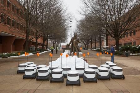 Роботи ще доставят пица и кафе на студентите в американски университет