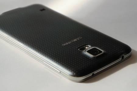 Вашият нов Samsung смартфон ще ви буди с гласовете на звезди