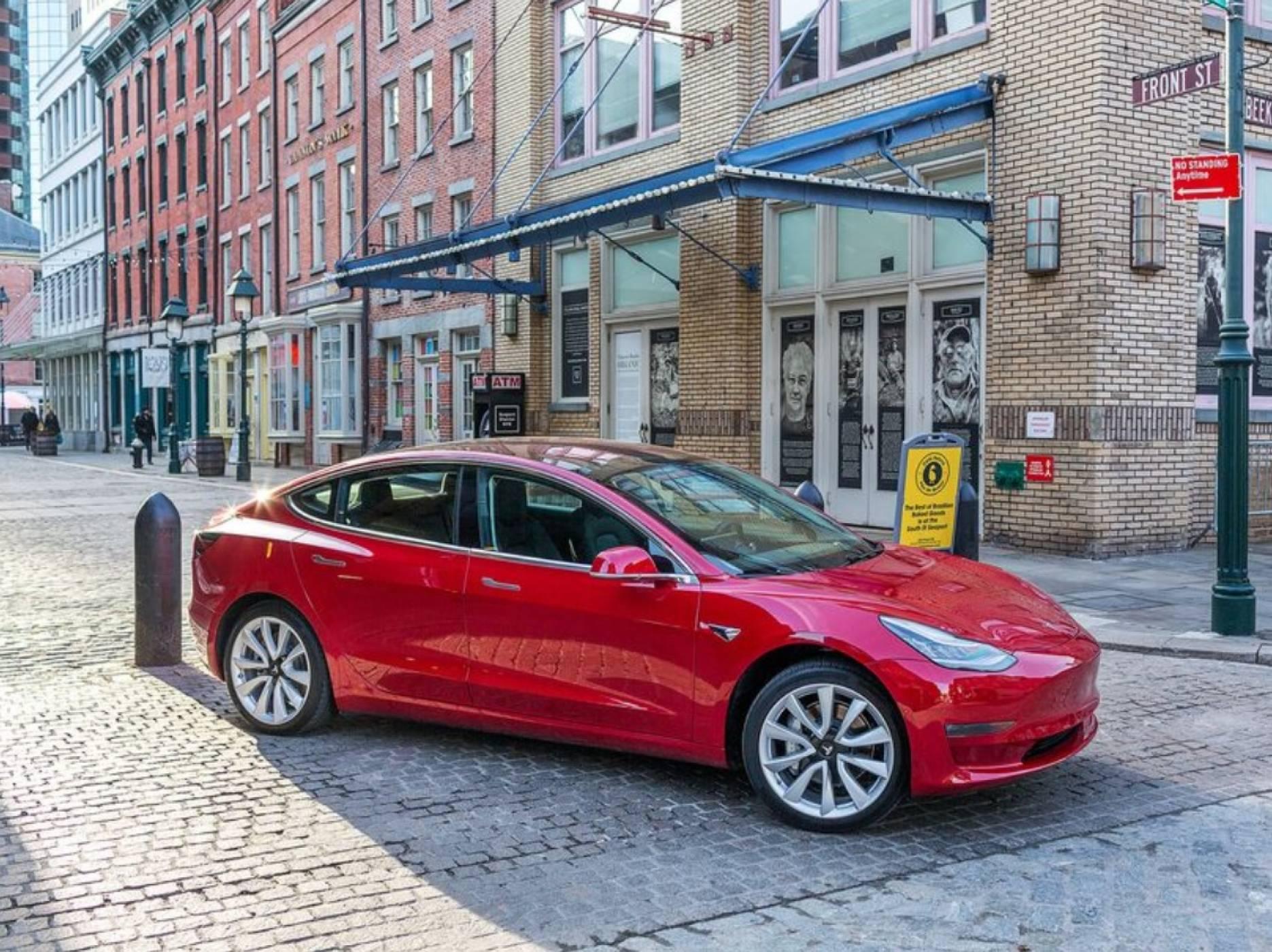 Първите бройки от Tesla Model 3 стъпиха в Европа