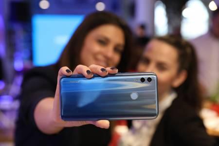 HONOR представи на родна територия респектиращия селфи смартфон HONOR 10 Lite и стилния HONOR Watch