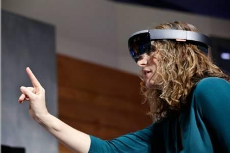 Microsoft с нов промо клип за HoloLens седмица преди анонса (ВИДЕО)