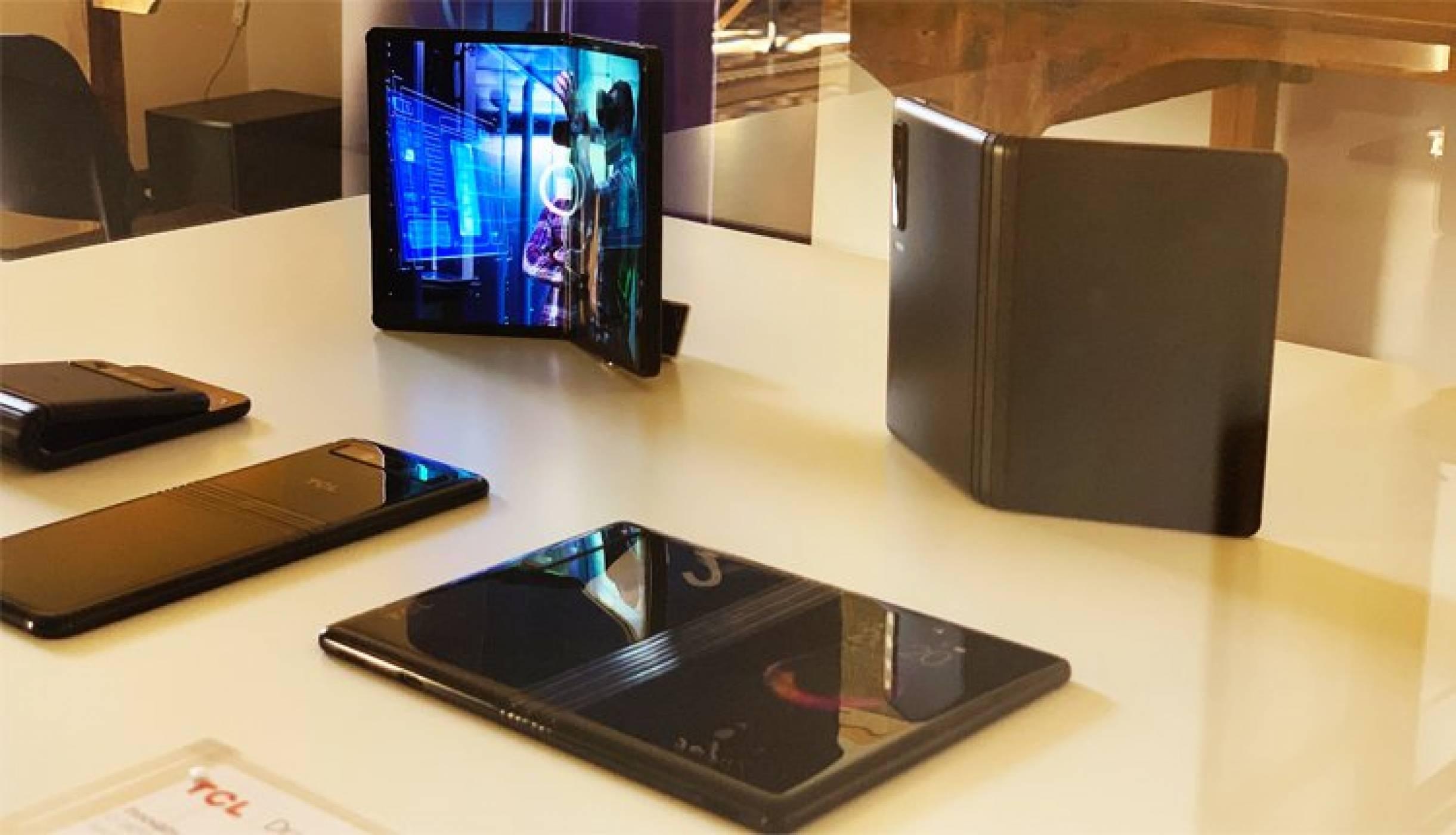 """MWC2019: Все пак ще получим """"гъвкав"""" смартфон на приемлива цена (ВИДЕО)"""