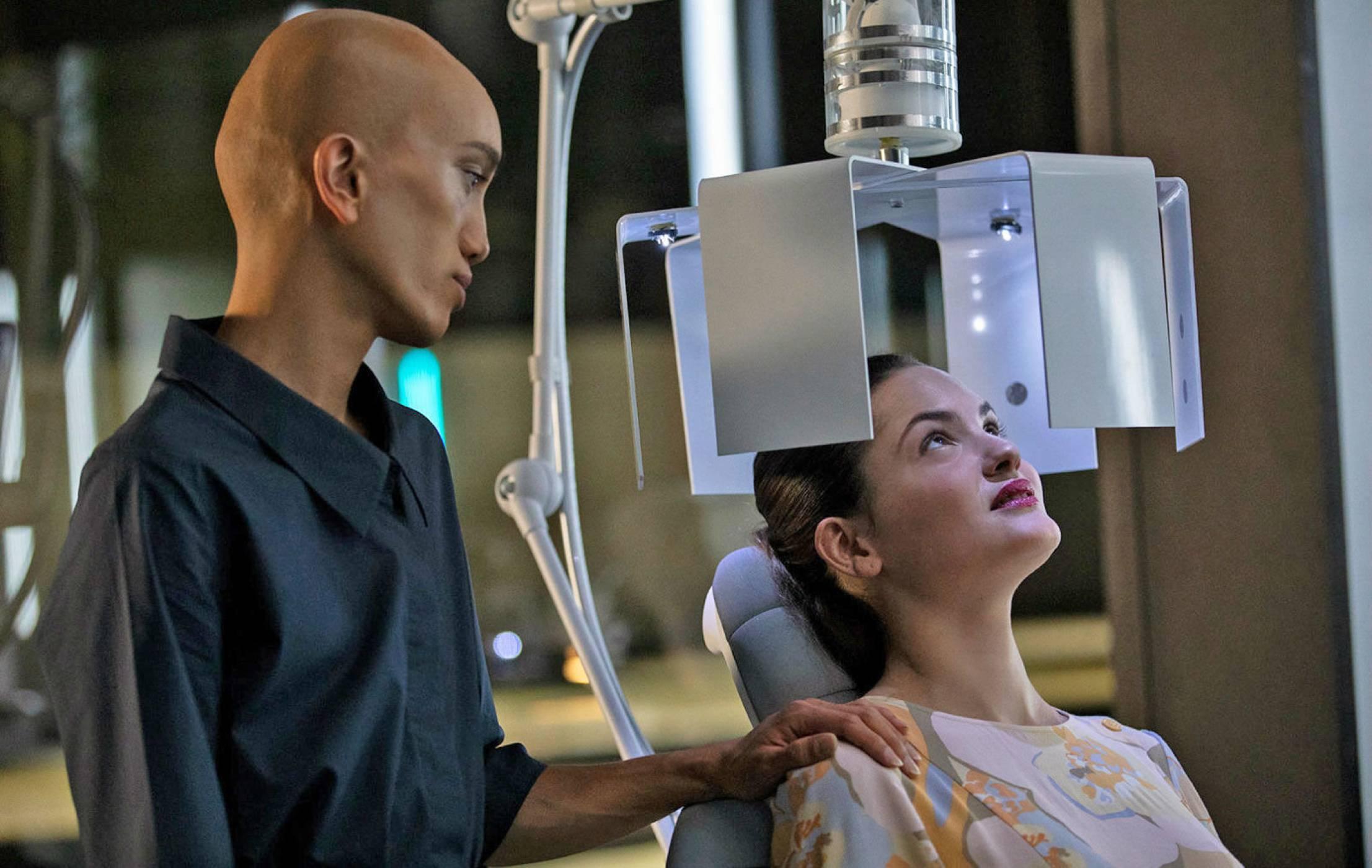 AI сватосва хора в мрачния нов сериал Osmosis на Netflix (ВИДЕО)