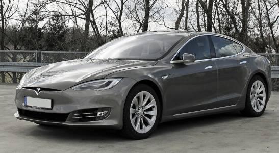 Мощните Tesla Model S и X изведнъж станаха много по-достъпни