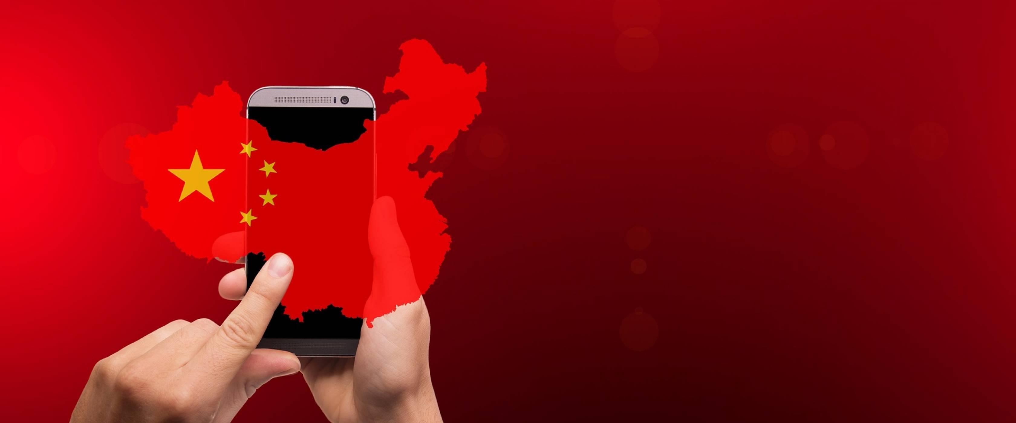 Продажбите на смартфони в Китай удариха 6-годишно дъно и гигантите се притесняват