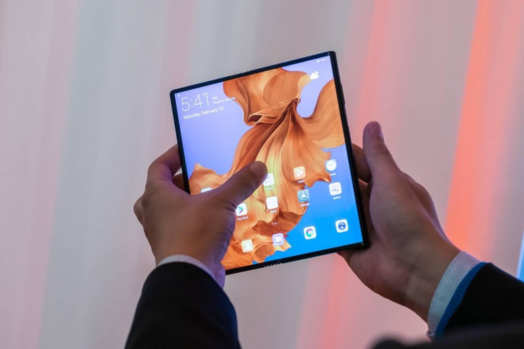 Google иска на хорото на гъвкавите смартфони