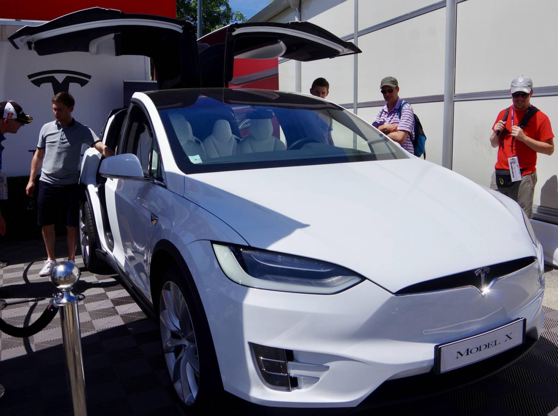 Tesla подгони крадци на търговски тайни от конкурента Zoox