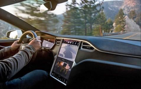 Колите на Tesla минават на Chromium. А ти?