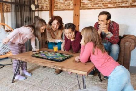 Този гигантски геймърски таблет заменя масата при настолните игри