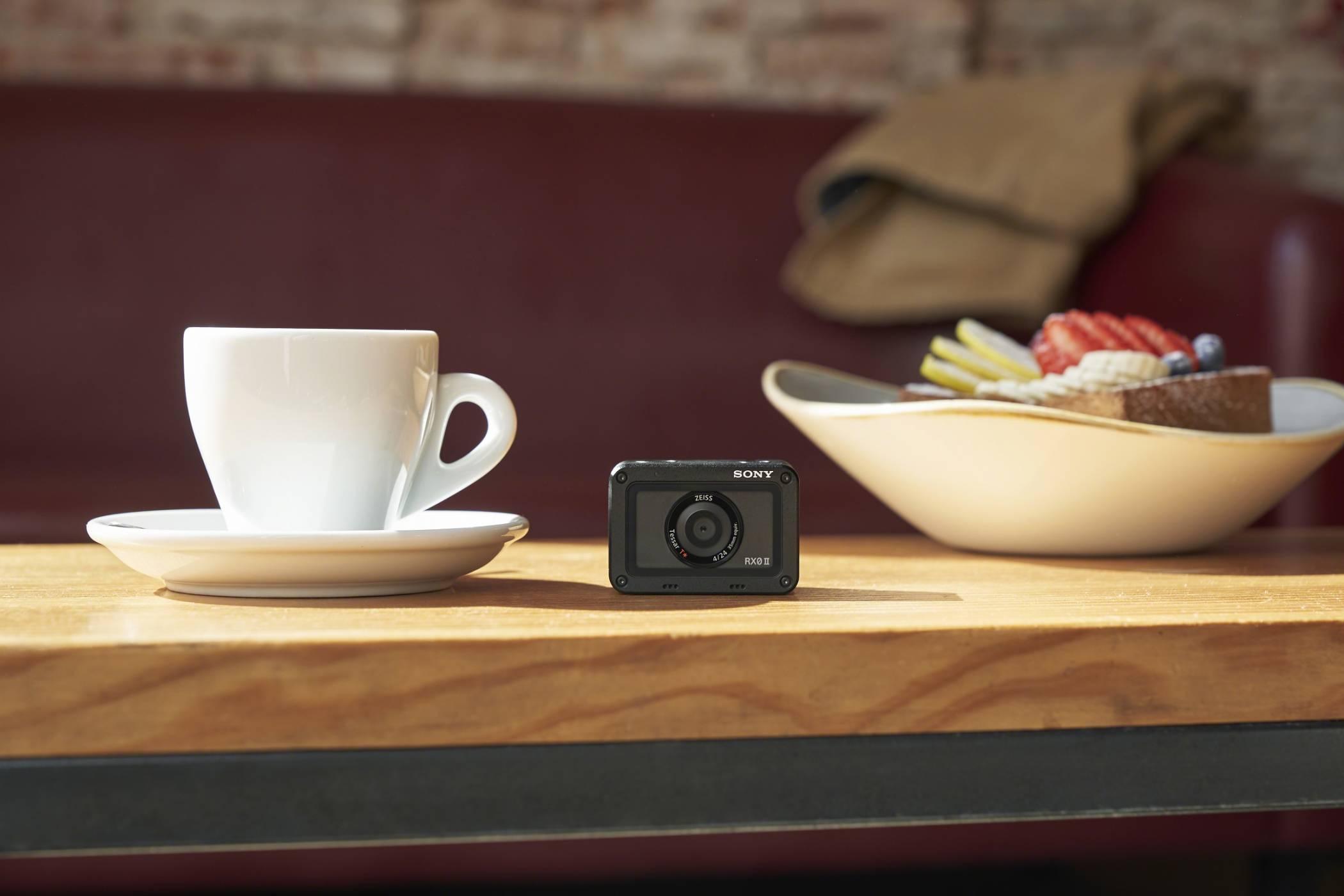 Sony представи най-малкия и лек фотоапарат от висок клас в света