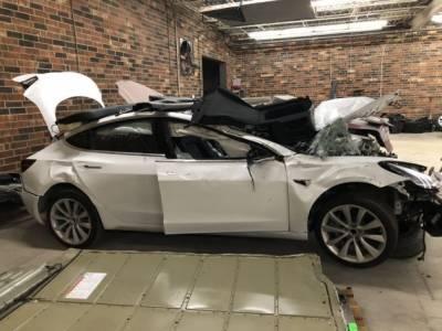 Стотици Tesla коли в автоморги съхраняват личните данни на бившите си собственици