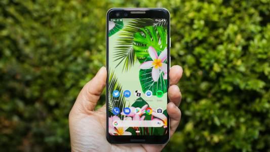Шефът на Android се разхожда с мистериозен Google Pixel в джоба