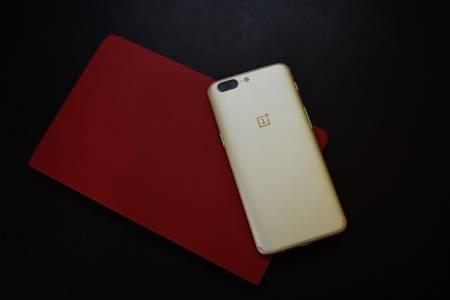OnePlus: гъвкавите смартфони нямат добавена стойност