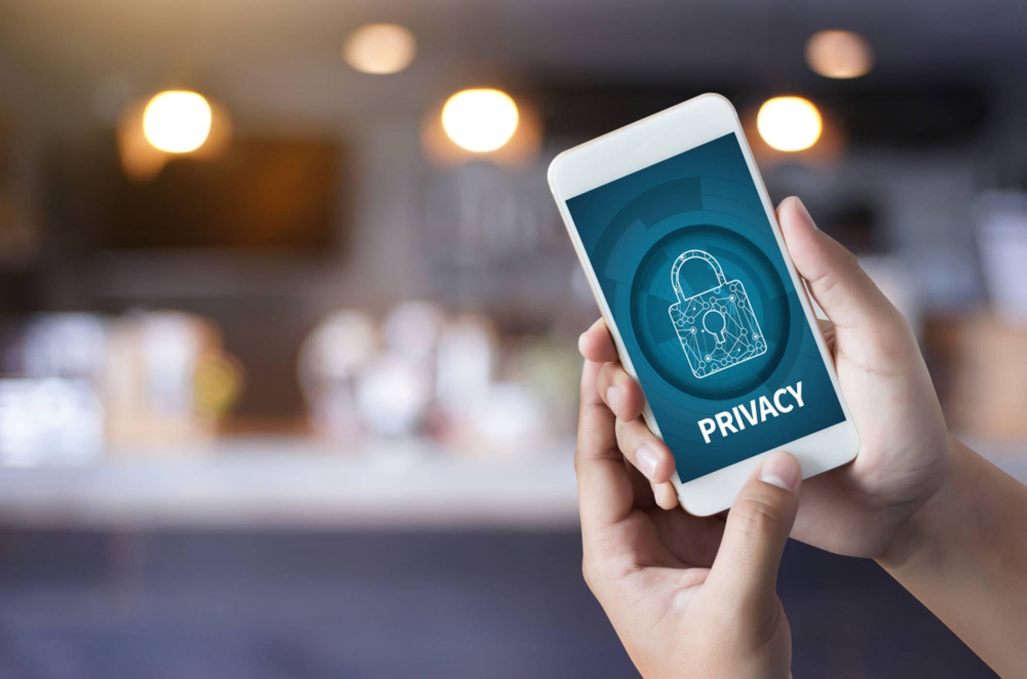 Вашите мобилни приложения споделят личната ви информация? Забранете им!